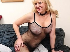 This blond American housewife loves to get wet and wild