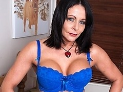 Hot MILF showing us her dirty mind