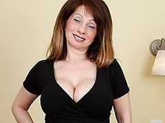 Super hot MILF loves to play with her hot body
