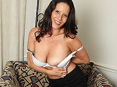 Sexy American MILF playing with her pussy
