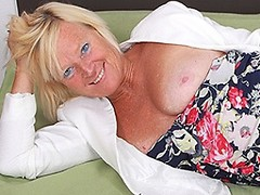 This horny blonde housewife plays on her bed