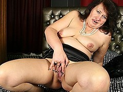 Horny BBW playing with herself