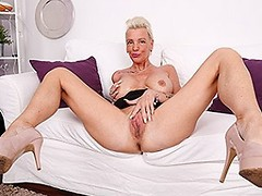 Kinky German housewife playing with her wet snatch