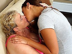 Big mature lesbian playing with a hot naughty babe