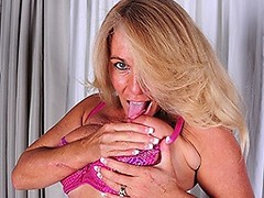 Blonde American housewife getting wet and wild