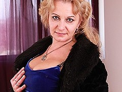 Horny mature lady getting very frisky on bed