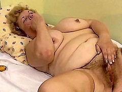 Natural unshaven housewive masturbates with a vibrator